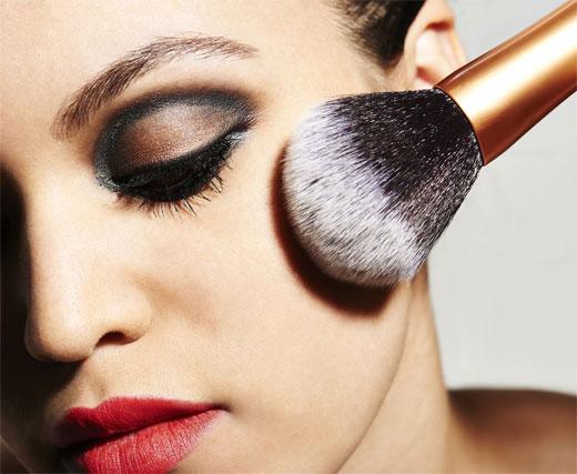 Elección de productos de maquillaje en pieles grasas